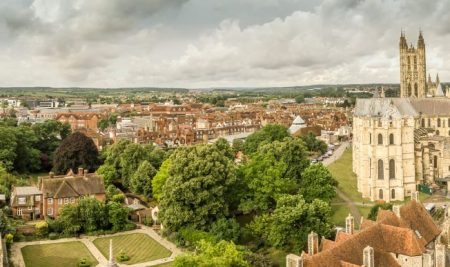 Inscrie-te la tabara de grup de limba engleza cu insotitor in Canterbury, Marea Britanie, la University of Kent
